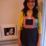 A tia com o avental da sobrinha